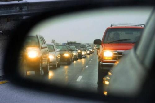 Із 1 жовтня водіям слід включати денні ходові вогні, інакше – стаття