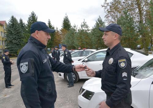 Колишній начальник поліції Хмельниччини роздавав авто львівським поліцейським