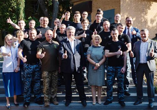 За останній тиждень шепетівський моряк зустрівся з чинним та екс-президентом України