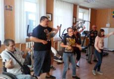 У Шепетівці люди з особливими потребами двічі на тиждень навчаються бальним танцям