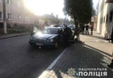 Поліцейські затримали скупника пір'я і горіхів із Шепетівки