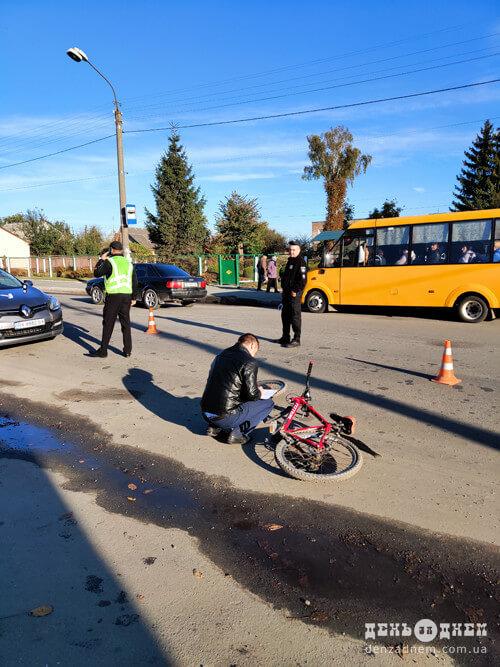 У Шепетівці навчальна автівка не розминулася зі школярем-велосипедистом