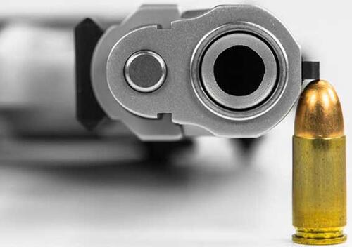 Пенсіонерка відповість перед судом за зберігання газового пістолету