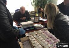Голову сільської ради на Хмельниччині взяли на хабарі