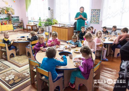 У садочку в Плесні навчають нетрадиційним технікам малювання