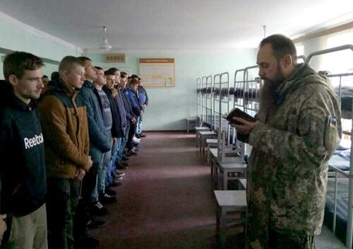 На Хмельниччині застерігають: хто косить від служби в армії — відповість перед законом
