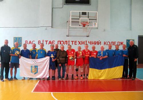 У Хмельницькому волейбол грали чоловіки кому 70+