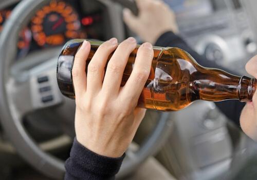 Власник авто здав тест на сп'яніння, однак стверджує, що у кювет з'їхав не він