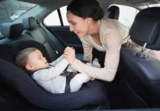 Від завтра водіїв штрафуватимуть за відсутність дитячих автокрісел