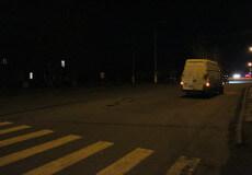 Пенсіонерка, яку збило авто в Шепетівці, померла: рідні шукають свідків аварії