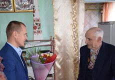 У Шепетівці ветеран залізниці у свої 90 декламує вірші Шевченка