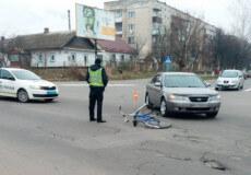 У Шепетівці в центрі міста 59-річну велосипедистку збив «Хюндай»