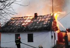 У Шепетівці згорів будинок