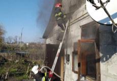 На Хмельниччині вогнеборці врятували 89-річну бабцю та двох малолітніх