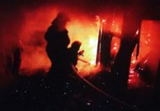 У Шепетівці вночі на Степана Бандери згоріла господарча будівля