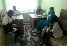 Лікарі та посадовці зібрали консиліум, щоб провести профілактичну бесіду з породіллею