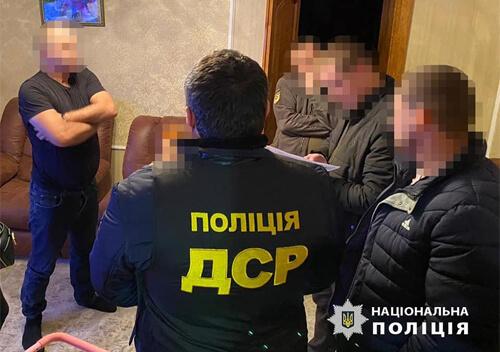 На Хмельниччині поліція викрила на хабарництві військовослужбовця Міноборони