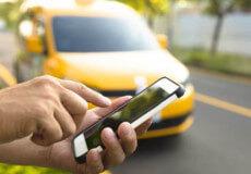 Мобільним додатком виклику таксі навчилася користуватися навіть бабуся
