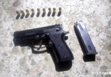На Хмельниччині у наркоторговця вилучили два пістолети