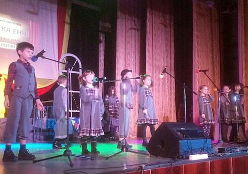 700 шепетівських дітей отримали солодкі подарунки від міської ради