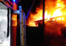 У Шепетівці в наслідок пожежі гаража згорів легковик