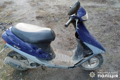Патрульні затримали юнака, що вкрав скутер на Хмельниччині