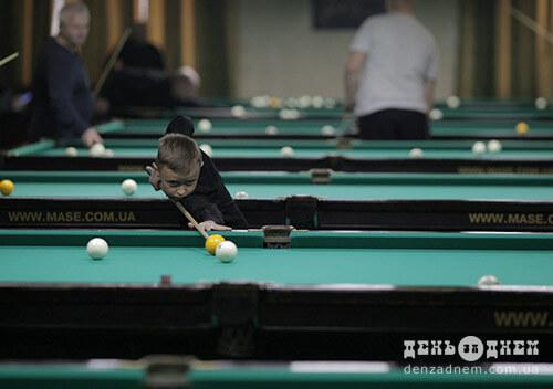 У Шепетівці відбувається чемпіонат області з більярду