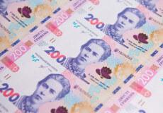 В обігу з'явилися підроблені банкноти номіналом 200 гривень: як відрізнити фальшивку