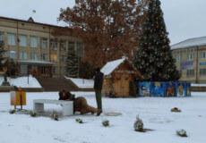 «Розумні лавочки» в Городку: заряджають ґаджети, роздають Wi-Fi