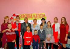 На Шепетівщині віншували з ювілеєм жінку, що створила прийомну сім'ю
