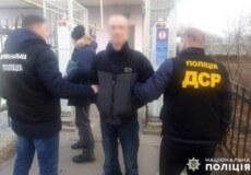 Хмельницькі поліцейські та міграційники видворили з України нелегала з Молдови