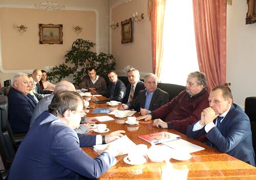 Голова Хмельницької ОДА зустрівся з очільниками міст та ОТГ