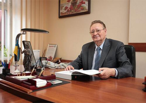 На рахунку заслуженого лікаря з Шепетівщини тисячі врятованих життів