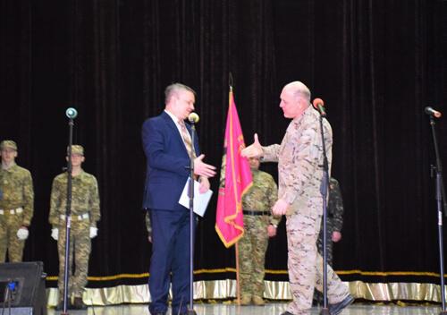 Квіти, грамоти та грошову допомогу отримали воїни-афганці в Шепетівці