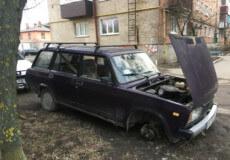 Шепетівські злодії позбавили автомобілі акумуляторів, коліс та музичних пристроїв
