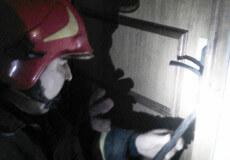 Шепетівські рятувальники деблокували двері квартири, де живе хворий пенсіонер