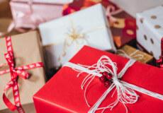 Цікаво, а що там в подарунковій коробці?