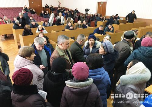 Сесію Шепетівської міської ради заблокували пенсіонери