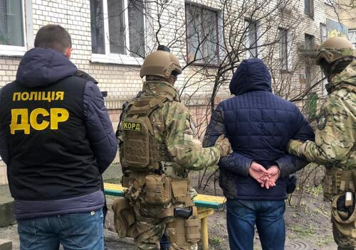 У Славуті правоохоронці викрили вимагача