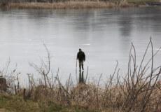Рибалки Шепетівщини чекають виходу на лід
