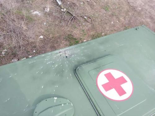 В зоні ООС окупанти підступно обстріляли санітарний автомобіль