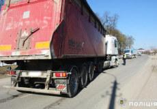 На Хмельниччині 5-річний хлопчик опинився під колесами вантажівки