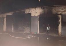 У Полонському районі підпалили гараж з двома мікроавтобусами