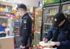 Поліцейські офіцери громади виявили продаж оковитої з-під прилавка