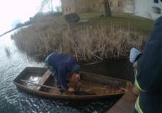 На Хмельниччині врятували 40-річного рибалку, що у вітряну погоду не зміг причалити до берега