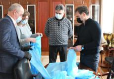 Фабрика у Новограді-Волинському готова виробляти щодня до 1,5 тисячі екземплярів одягу для медиків