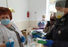 Єпископ Євсевій та нардеп Жмеренецький передали засоби захисту Шепетівській лікарні