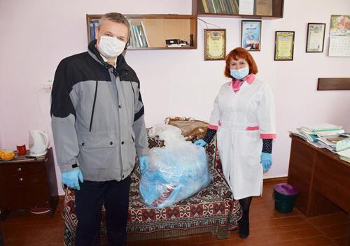 Міський голова Шепетівки передав медикам концентратор кисню