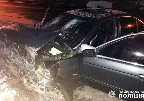 20-річний водій «БМВ 525» уночі в'їхав в «Управдом»