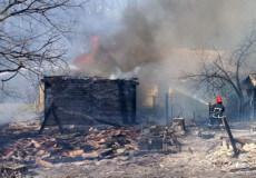 У Мальованці через спалювання сухої трави згорів сарай